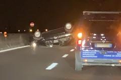 Incidente sulla 16 bis fra Molfetta e Giovinazzo: un'auto si ribalta