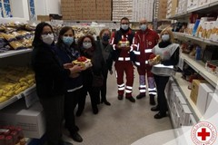 Panettoni solidali donati dalla Croce Rossa di Molfetta alle famiglie bisognose