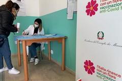 Vaccino, dal 10 maggio prenotazioni per tutti gli over 50 in Italia