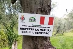 Nuova segnaletica per i sentieri nel parco di Lama Martina a Molfetta