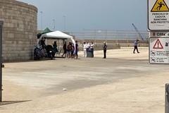 Via i gazebo da cala Sant'Andrea: sul posto le forze dell'ordine