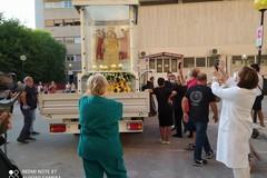 Festa patronale, la Madonna dei Martiri di passaggio all'ospedale di Molfetta