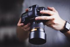I fotografi professionisti di Molfetta in piazza: settore fortemente in crisi