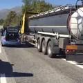Investito da un tir sull'A25, muore camionista molfettese di 61 anni