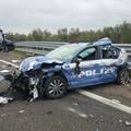 Polizia si ferma per prestare soccorso, travolta da un tir sull'A14