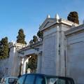 Forte vento, chiuso per oggi il cimitero di Molfetta