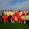 Partita di calcio amichevole e scambio di auguri