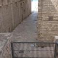 Inciviltà senza fine: pattume ai piedi del Duomo