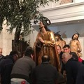 """All'alba rinnovata la tradizione della  """"frasca """" di Gesù all'orto"""