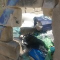 In Via Fermi una discarica, una residente:  «Situazione igienica al limite»