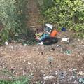 Altra discarica abusiva a Villaggio Belgiovine: abbandonate TV, biciclette e pneumatici
