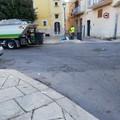 Caccia agli zozzoni aprendo le buste abbandonate: a Piazza Paradiso in azione l'ASM
