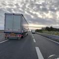 Scontro tra tir e auto, bloccata l'autostrada tra Trani e Molfetta