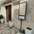 Scempio a Molfetta: ratto morto davanti all'ingresso della Sala dei Templari