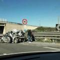 Tir contro un'auto che finisce contro il guardrail sulla 16 bis