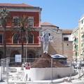 """La  """"croce della discordia """": Molfetta si spacca sui monumenti per ricordare la visita di Papa Francesco"""