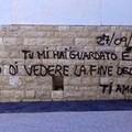 Dichiarazione d'amore sul muro di cala Sant'Andrea