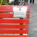 """Il Comune di Molfetta ripristina la targa sulla  """"panchina rossa """" di Corso Umberto"""
