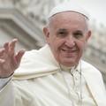 Papa a Molfetta: l'altare all'incrocio tra Banchina San Domenico, Banchina Seminario e Corso Dante
