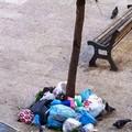 Rifiuti, «situazione critica» nella zona di Piazza Paradiso