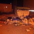 Emergenza rifiuti: cassonetti strapieni e sacchi di spazzatura in strada