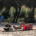A Molfetta si va al mare per prendere il sole sulla passerella dei disabili