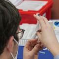 Vaccino, dalla Regione Puglia le modalità di prenotazione per gli over 50: le info utili