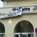 Comparso striscione anarchico alla Stazione Ferroviaria di Molfetta