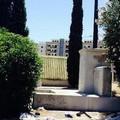 Degrado ai piedi del crocifisso in Via del cimitero