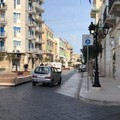 Auto ancora in transito sul tratto di Corso Umberto chiuso al traffico