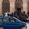 Assembramenti all'ingresso di Piazza Minuto Pesce: la segnalazione