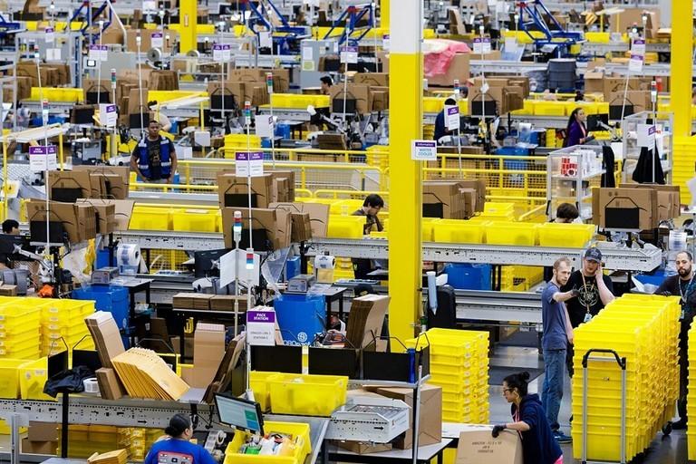centro di distribuzione amazonj