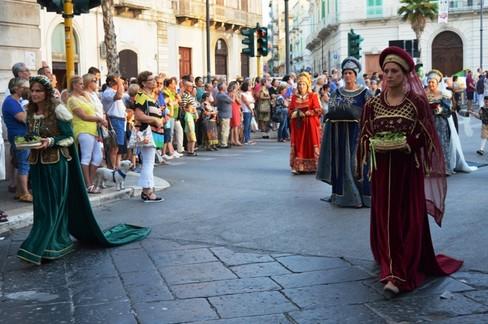 Raduno cortei storici Santa Rita. <span>Foto Isabella de Pinto</span>