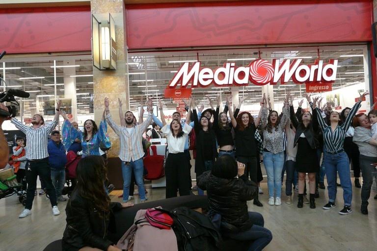 flashmob gran shopping mongolfiera JPG