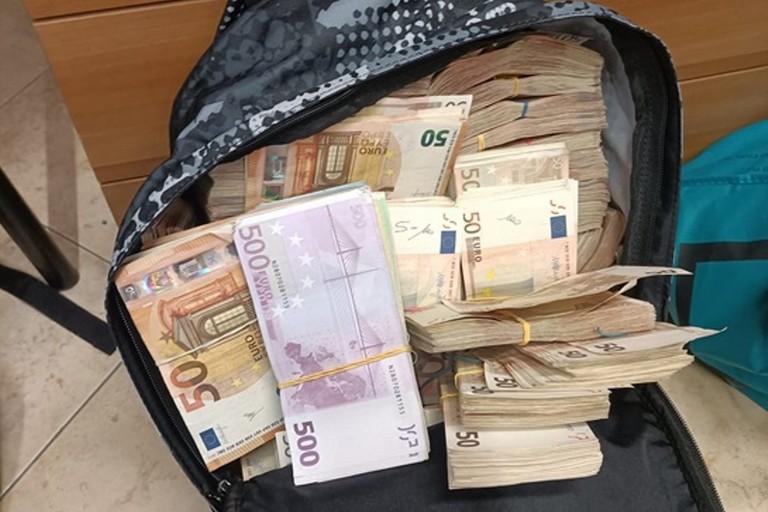 I contanti sequestrati dai Carabinieri