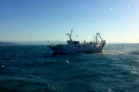 Il motopesca portato in salvo