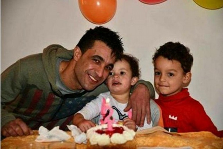 Jamel Methenni, 33 anni, con i figli Yassine e Yasmine
