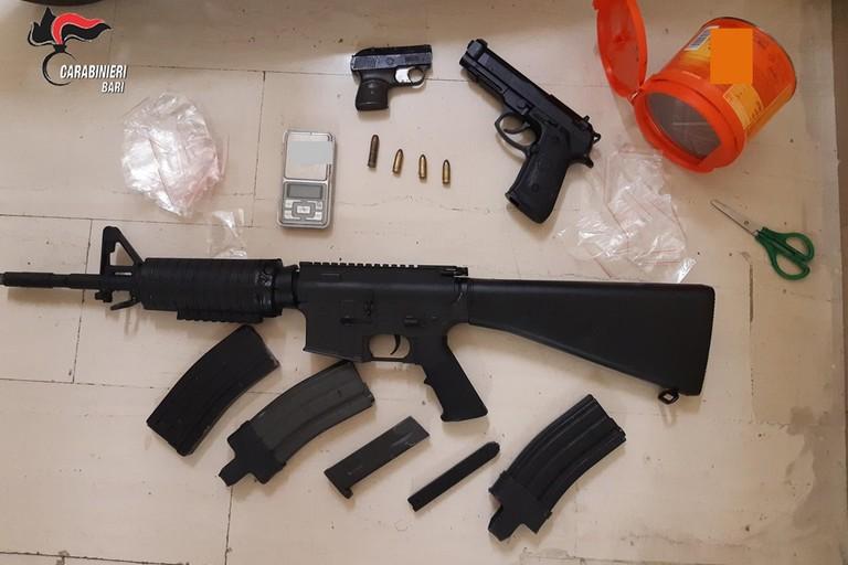 Le armi sequestrate dai Carabinieri a Molfetta