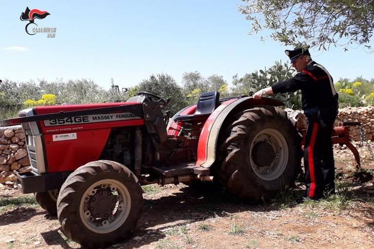 Il trattore recuperato dai Carabinieri