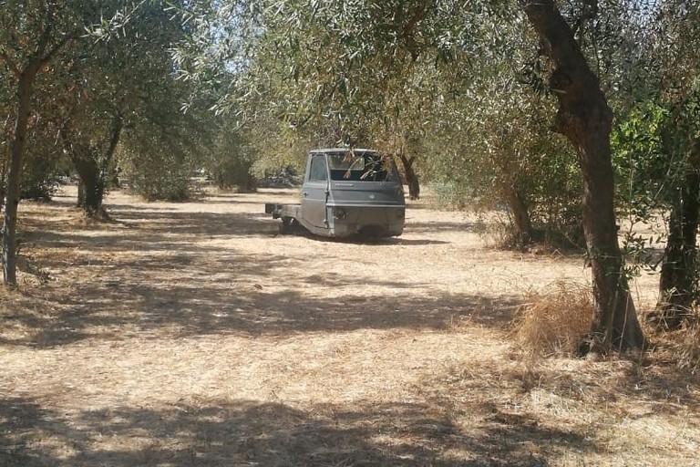 Il motocarro a tre ruote abbandonato in località San Pancrazio