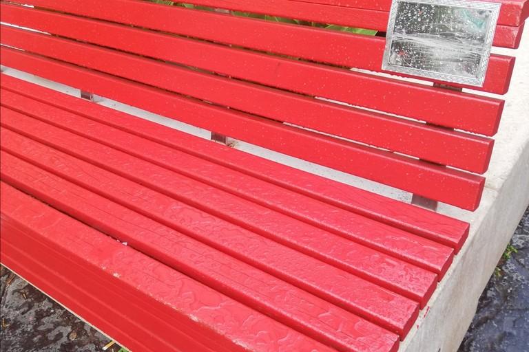 Panchina rossa corso Umberto vandalizzato