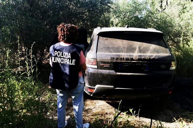 Una delle due auto rubate recuperate dalla Polizia Locale