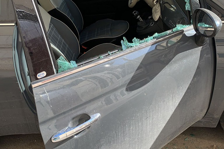Auto distrutte