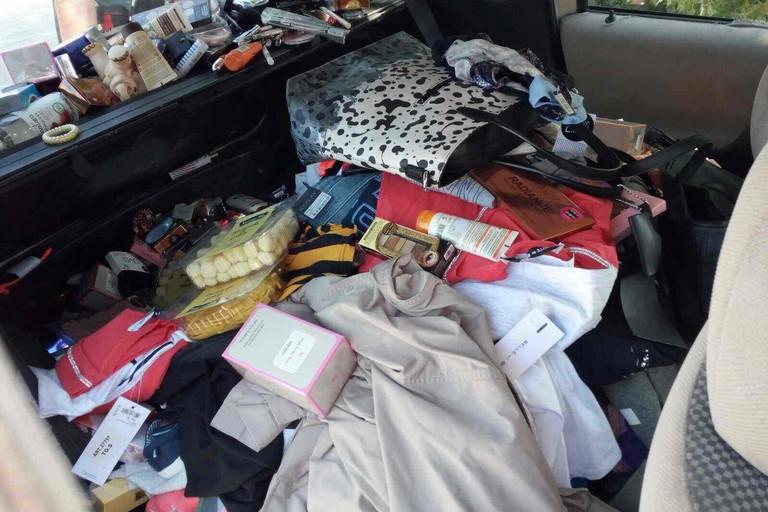 Sorpreso con l'auto carica di merce rubata: arrestato un 36enne