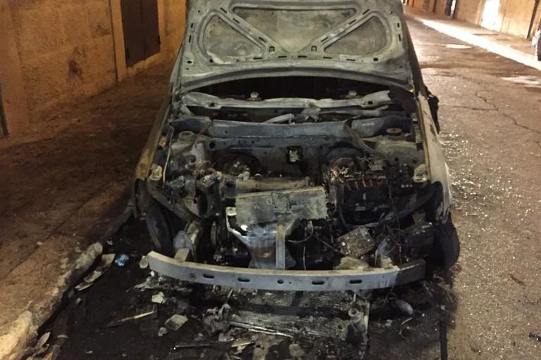 La Fiat Panda incendiata in via Picca