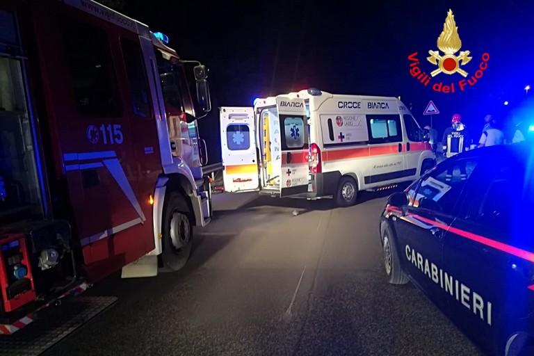 Si cosparge di benzina, poi si dà fuoco: salvato da un passante e dai Vigili del Fuoco