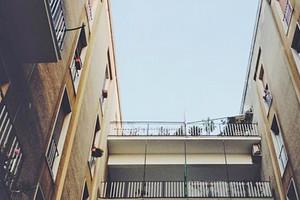 Condominio, chi paga i lavori al lastrico solare di proprietà esclusiva?