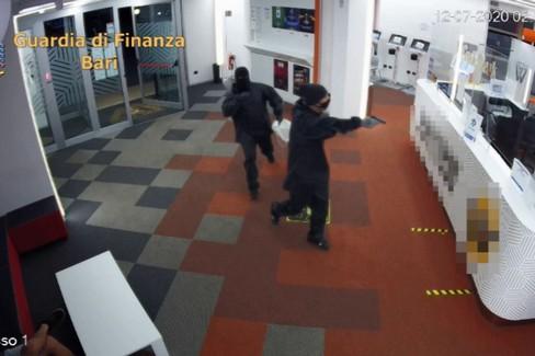 Rapinarono una sala scommesse di Molfetta. Tre arresti