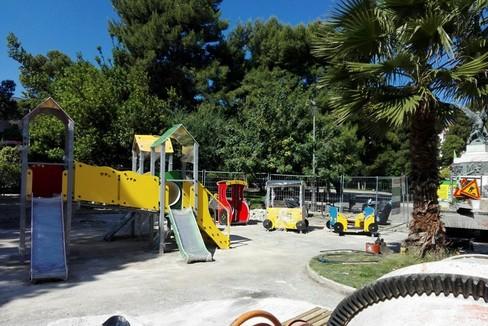 Molfetta villa comunale in allestimento il nuovo parco for Nuovo arredo molfetta