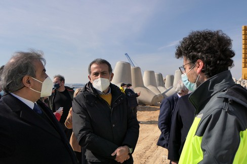 """Molfetta, proseguono i lavori per il porto commerciale:  """"Opera pronta entro il 2022 """""""